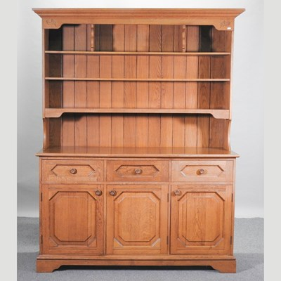 Lot 41 - A modern light oak dresser