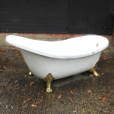 Lot 21 - A resin slipper bath