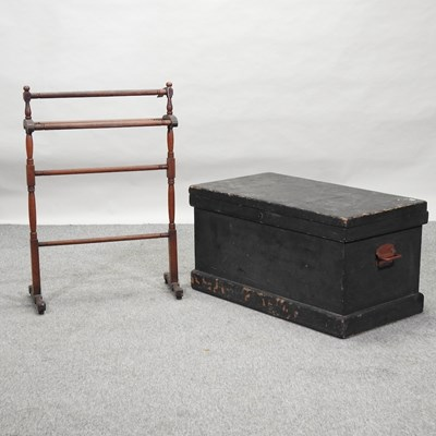Lot 32 - An early 20th century carpenter's tool chest