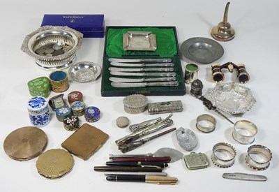 Lot 38 - A collection of silver