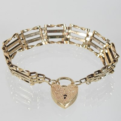 Lot 4 - A 9 carat gold gate bracelet
