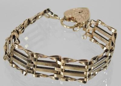 Lot 4 - A 9 carat gold gate bracelet