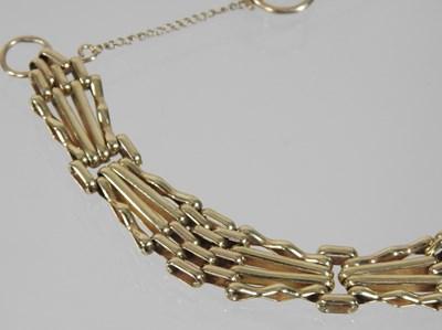Lot 8 - A 9 carat gold gate bracelet