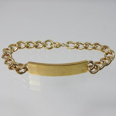 Lot 23 - A 9 carat gold gentleman's curb link bracelet