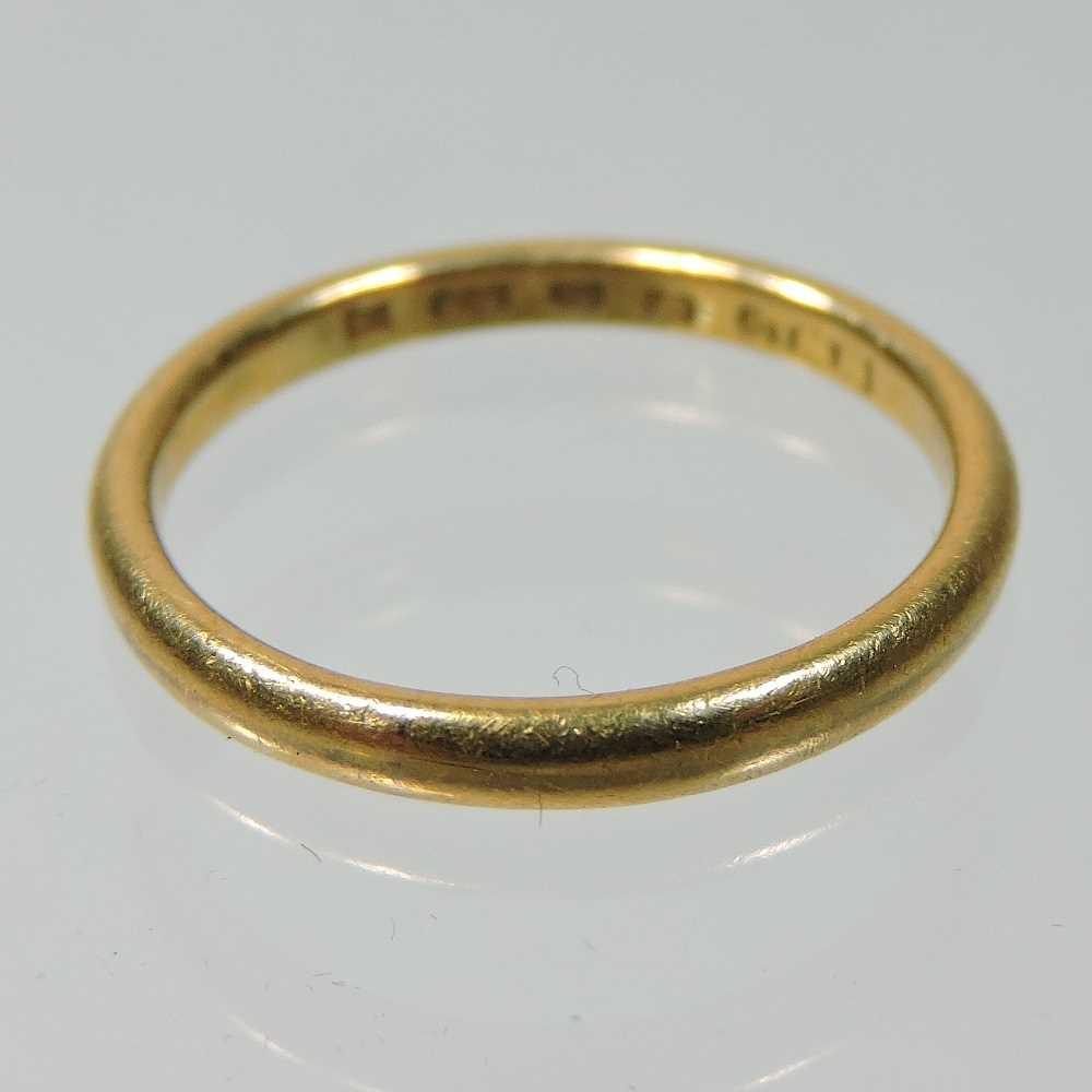 Lot 33 - A 22 carat gold wedding band