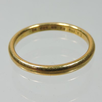 Lot 33 - A 22 carat gold wedding band