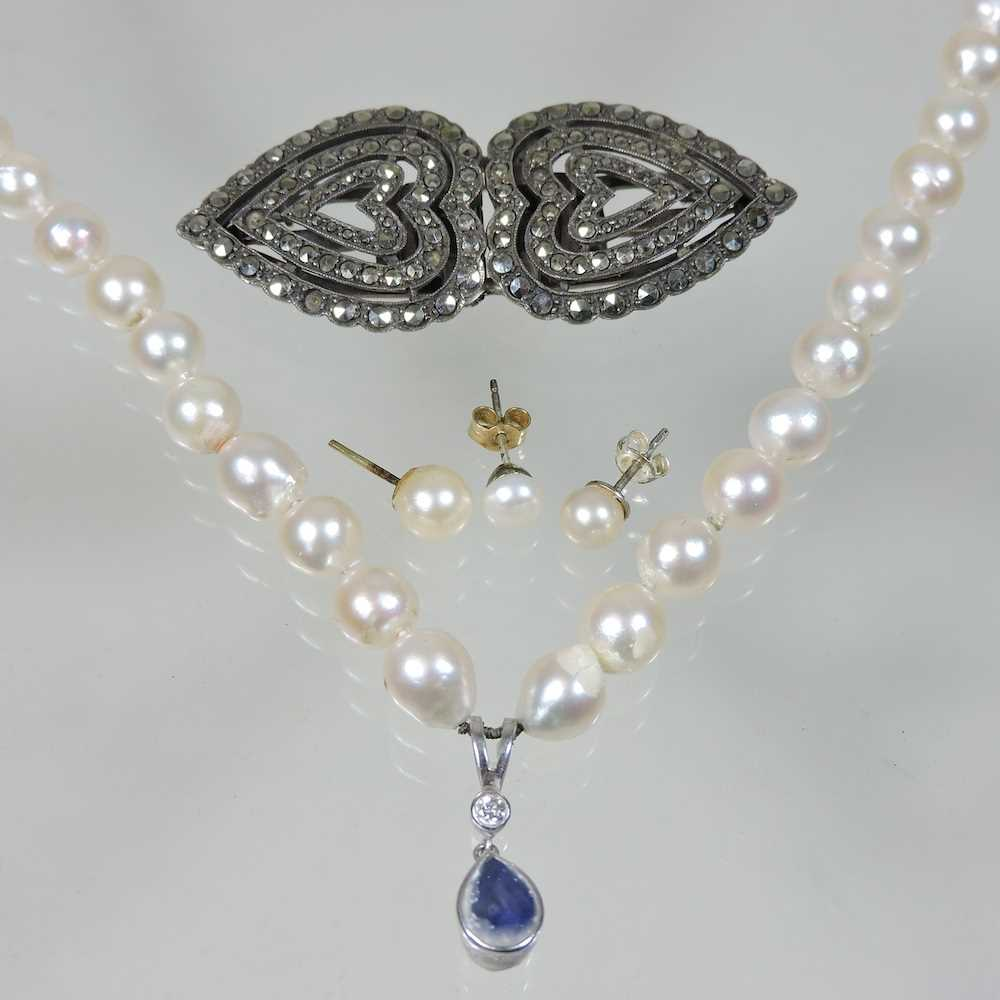 Lot 40 - A cultured pearl single strand necklace
