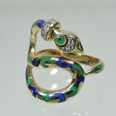 Lot 57 - A St Diamond 14 carat gold articulated snake ring