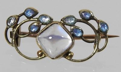 Lot 46 - A 15 carat gold moonstone brooch